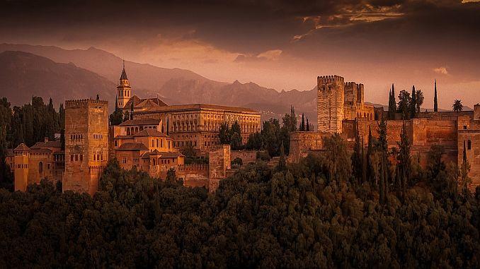 Urlaub in Spanien: Die Alhambra bei Granada